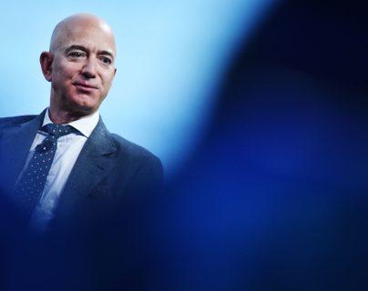 Jeff Bezos continúa siendo la persona más rica del mundo. (Foto Prensa Libre: AFP)