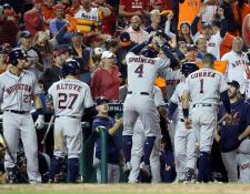 Los Astros ganaron el tercer juego consecutivo contra los Nacionales, en el quinto partido disputado en el National Park. (Foto Prensa Libre: AFP).