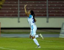 Ana Lucía Martínez celebró así después de anotar contra Panamá. (Foto Prensa Libre: Twitter Ana Lucía Martínez)