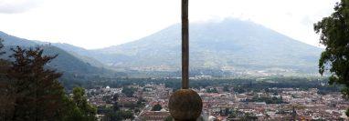 El entorno natural del Valle de Panchoy ha cedido a construcciones ilegales por falta de planificación territorial. (Foto Prensa Libre: Julio Sicán)