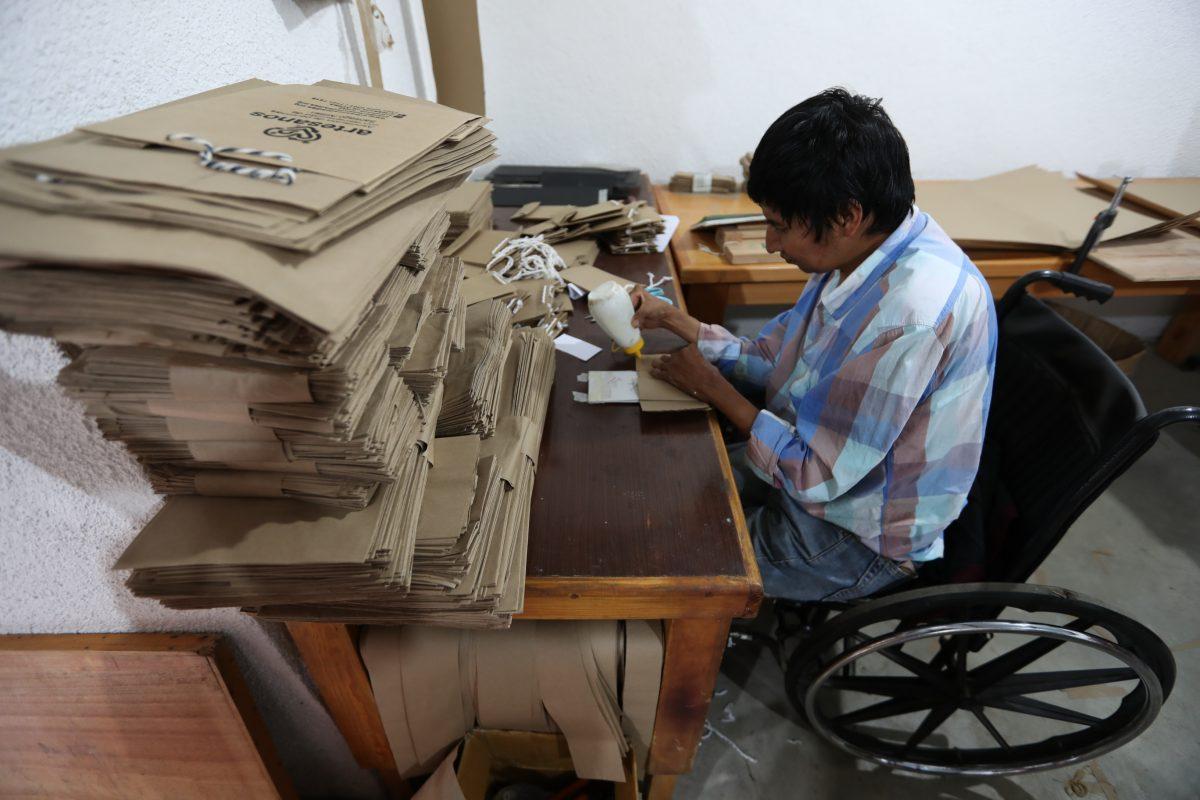 De esta forma 20 personas con discapacidad protegen el Lago de Atitlán