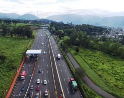 El primer proyecto con inversión Público Privada consiste en la rehabilitación, operación y mantenimiento de un tramo de 40 kilómetros de la Autopista de Escuintla a Puerto Quetzal, con pago de peaje por parte de los usuarios. (Foto, Prensa Libre: Hemeroteca PL).
