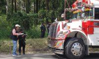 Según autoridades este fue el bus que arrolló a una mujer en Amatitlán. (Foto Prensa Libre: @SantosDalia).
