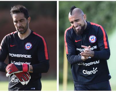 El portero Claudio Bravo y el mediocampista Arturo Vidal, no se encontraban en la selección chilena desde hace dos años. (Foto Prensa Libre: AFP)