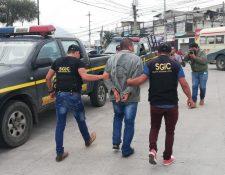 Eduardo Manolo Sales Cardona fue trasladado al Centro Regional de Justicia en la cabecera departamental de Quetzaltenango. (Foto Prensa Libre: Cortesía PNC)