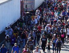 Migrantes que llevaban semanas en Tapachula, fronteriza con Guatemala, hacia el norte de México. (Foto Prensa Libre: EFE).