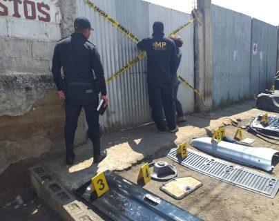 En dos allanamientos se localizaron piezas de vehículos robados en Xela. (Foto Prensa Libre: cortesía PNC)