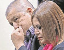 Carlos Rodas y Anahí Keller esperan el inicio del debate por el incendio en el Hogar Seguro Virgen de la Asunción. (Foto Prensa Libre: Hemeroteca)