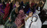 Las mujeres víctimas del conflicto y de vejámenes se mostraron satisfechas por la condena impuesto contra los dos sindicados del caso. (Foto Prensa Libre: E. Bercian)