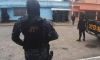 Investigadores de la PNC llevan a cabo allanamientos en varias zonas de la capital. (Foto Prensa Libre: PNC).