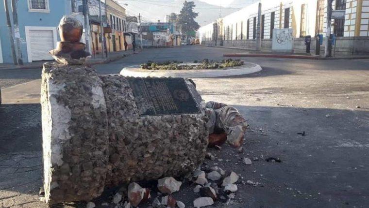 El monumento fue destruido en diciembre de 2018 y un año después se quiere restaurar. (Foto Prensa Libre: Cortesía)