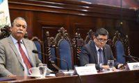 """Los diputados Manuel Conde Orellana y Juan Ramón Lau integran la nueva """"comisión de la verdad"""". (Foto Prensa Libre: Congreso de la República / Twitter)"""