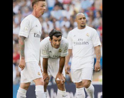 Luis Figo (centro) junto a Guti y Roberto Carlos. (Foto Prensa Libre: Hemeroteca PL)