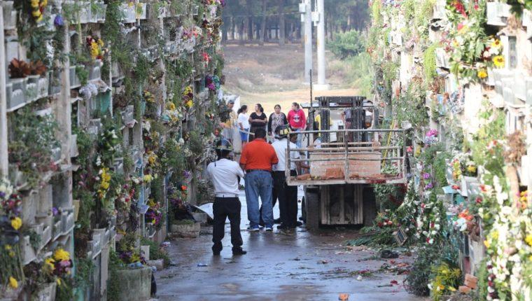 Un ataque armado ocurrió adentro del Cementerio La Verbena. (Foto Prensa Libre: Érick Ávila)