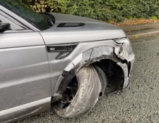 Así quedó el vehículo de Sergio Agüero después de sufrir un accidente. (Foto Prensa Libre: Instagram Sergio Agüero)