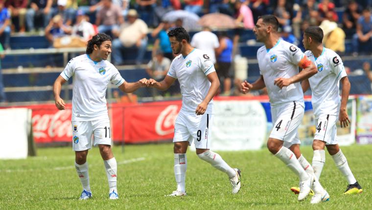 Jugadores cremas durante un partido en octubre de 2019. (Foto Prensa Libre: Hemeroteca).