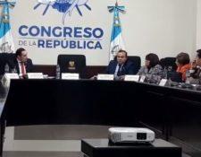 Diputados en reunión en la que piden la destitución del procurador Jordán Rodas. (Foto Prensa Libre: Dulce Rivera).
