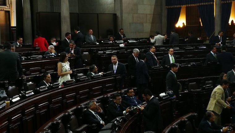 La sesión plenaria se desarrolló con número reducido de diputados. (Foto Prensa Libre: Manuel Hernández)