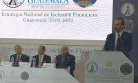 La Estrategia Nacional de Inclusión Financiera 2019-2023 que fue lanzada y su objetivo es mejorar el acceso y uso de los productos financieros a los segmentos de la población que en la actualidad no están cubiertos. (Foto Prensa Libre: Urías Gamarro)