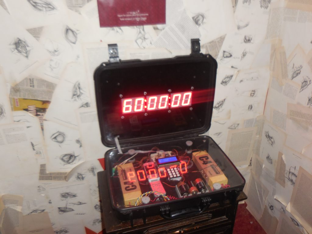 La dinámica consiste en resolver en una hora el caso en cada cuarto de escape. (Foto, Prensa Libre: Enigma Room).