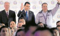 Unos 200 alcaldes presididos por Edwin Escobar como presidente de la Anam y Álvaro Arzú, alcalde capitalino,  respaldaron a Jimmy  Morales durante la crisis del 2017.  (Foto Prensa Libre: Hemeroteca PL)