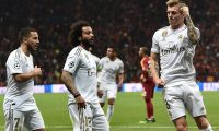 Real Madrid's German midfielder Toni Kroos (R) celebrates after scoring a goal during the UEFA Champions League group A football match between Galatasaray and Real Madrid on October 22, 2019 at the Ali Sami Yen Spor Kompleksi in Istanbul. (Photo by OZAN KOSE / AFP)