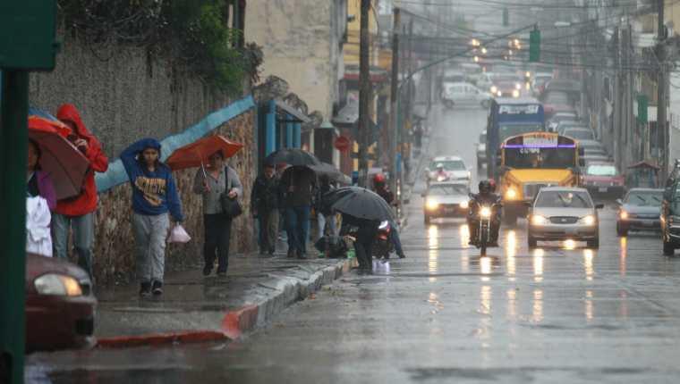 Autoridades alertan sobre inundaciones y derrumbes a causa de la lluvia. (Foto Prensa Libre: Hemeroteca PL)