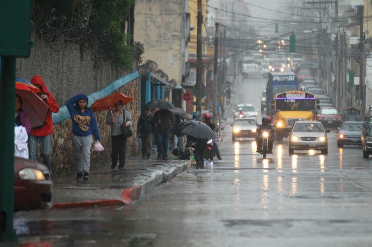 Prevén lluvia de moderada a fuerte en próximos tres días