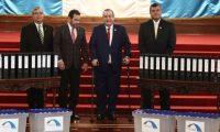 Jimmy Morales y Alejandro Giammattei se reúnen en el Palacio Nacional como parte del proceso de transición que empezó siendo cordial hasta que Giammattei se pronunció en el tema del gasto público y la prohibición de plásticos. (Foto Prensa Libre: Carlos Hernández).