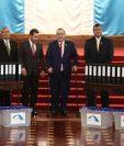 Jimmy Morales y Alejandro Giammattei se reúnen en el Palacio Nacional como parte del proceso de transición. (Foto Prensa Libre: Carlos Hernández).