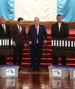 Morales y Giammattei se reúnen para dar paso al proceso de transición de Gobierno