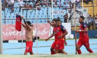 Alejandro 'Gambeta' Díaz se ganó el corazón de la afición roja al festejar el gol en el Clásico 308. (Foto Prensa Libre: Óscar Rivas)