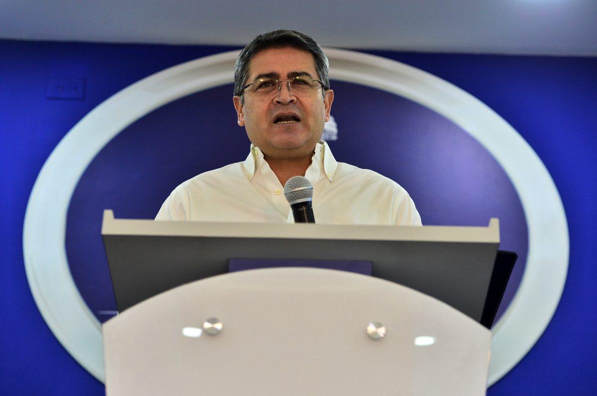 Narco que se entregó en Guatemala asegura haber visto cuando el Chapo le entregó US$1 millón al hermano del presidente hondureño