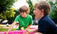 La forma en la que una persona se comporta socialmente es el resultado de una personalidad que inició forjándose durante su niñez, en su entorno familiar y social. (Foto Prensa Libre: Servicios)