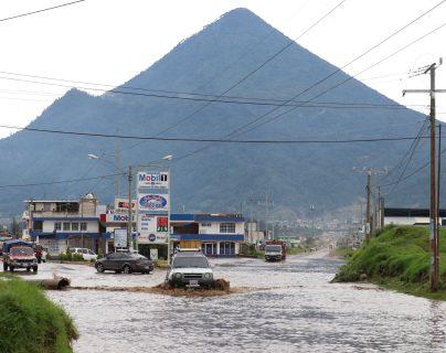 La puerta de Llano del Pinal es el punto más complicado donde las inundaciones en ocasiones deja incomunicados a por lo menos 10 comunidades. (Foto Prensa Libre: Raúl Juárez)