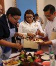 Los jueces degustaron cada platillo y escucharon la exposición de cada participante para deliberar el resultado. (Foto Prensa Libre: Raúl Juárez)
