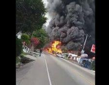 Momento del incendio en Honduras. (Foto Prensa Libre:  tomada de video de redes sociales).