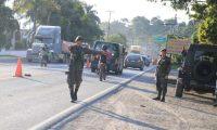 Soldados y policías han desplegados operativos contra el crimen organizado y narcotráfico den el marco del estado de Sitio. (Foto Prensa Libre: Hemeroteca PL)