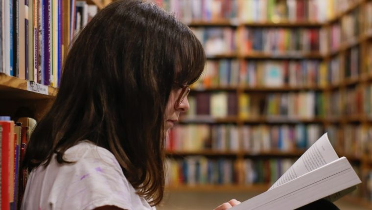 Todos los géneros literarios tienen una gran oferta de textos realizados por mujeres muy hábiles y creativas. (Foto Prensa Libre: Servicios)