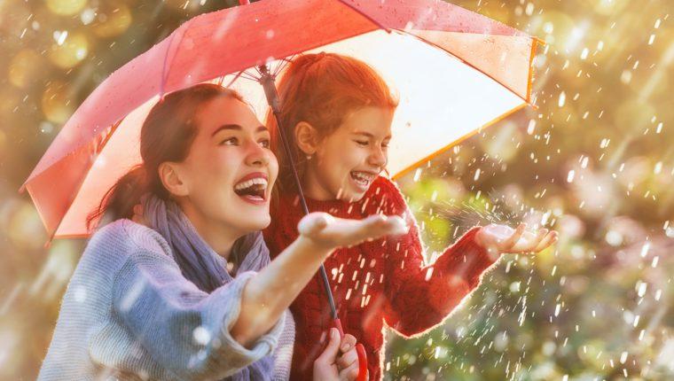 En la época lluviosa es importante reforzar las defensas de los niños. (Foto Prensa Libre: Servicios)