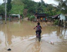 En los últimos días de septiembre y todo el mes de octubre ha llovido intensamente a diferencia del resto de la época lluviosa. (Foto Prensa Libre: Hemeroteca PL)