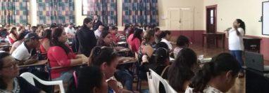 """Maestros de establecimiento educativos de Chiquimula participan en la presentación de la campaña """"Ponete las pilas"""". (Foto Prensa Libre: Cortesía)"""