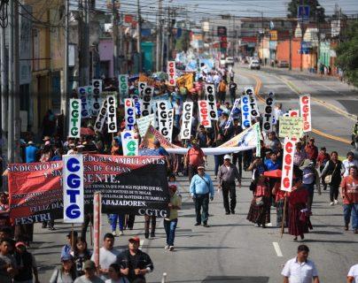Los participantes de la marcha se dirigían hacia el Centro Histórico. (Foto Prensa Libre: C. Ovalle)