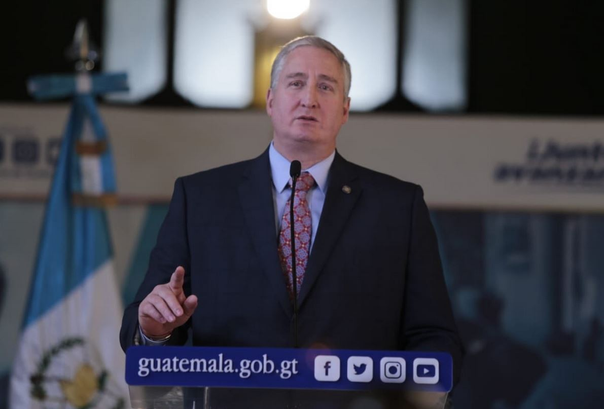 Ministro de Gobernación defiende a Jimmy Morales por su reunión con Mario Estrada