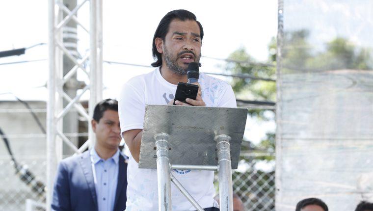 """Carlos """"el Pescadito"""" Ruiz durante la inauguración de su escuela de futbol en Villa Nueva, en octubre de 2019. (Foto Prensa Libre: Hemeroteca)."""