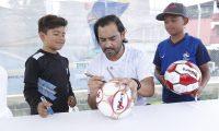 El exfutbolista guatemalteco Carlos Ruiz inaugur— este lunes 7 de octubre su escuela de futbol, un proyecto que comienza en el municipio de Villa Nueva.      Fotograf'a  Esbin Garcia  07-10-2019