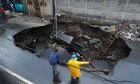 Lluvia provoca hundimiento de carretera en la colonia Pablo VI , entre 4 y 5 calle de la calle principal de la  zona 7,  de Mixco.       Fotograf'a  Esbin Garcia  08-10-2019
