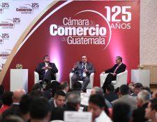 Guillermo Castillo   y Alejandro Giammattei, binomio presidencial electo, y Jorge Briz, presidente de la Cámara de Comercio de Guatemala (CCG) participaron en la reunión anual de Gremiales Sectoriales. (Foto, Prensa Libre: Carlos Hernández Ovalle).