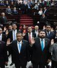 El Congreso juramento a los 12 magistrados de salas de Apelaciones que integrarán la postuladora de CSJ. También fue juramentada la decana de la facultad de Derecho de la Universidad Regional,  Jennifer Nowel Fernández. (Foto Prensa Libre: Noé Medina)