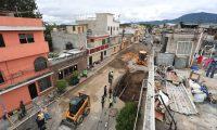 Hundimiento sobre la avenida Pablo VI ingresando por la Calzada San Juan.  foto por Carlos Hern‡ndez  14/10/2019